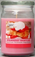 BAKE SHOP 15 OZ CANDLE JAR -Strawberry SHORTCAKE
