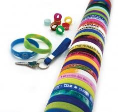 Bracelets, bagues et attache-clés en silicone - Em/Débossé